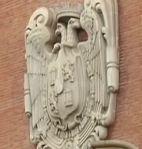 El edificio de correos de Bilbao todavía conserva el escudo republicano de cuando fue inaugurado.