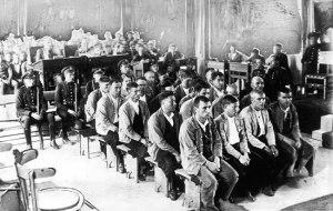 Consejo de guerra a los acusados por los enfrentamiento entre campesinos y la guardia civil en Castilblanco (Badajoz) durante la II República Española.